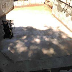 pool schacht und mauerarbeiten 52 - Projekt Poolbau – Die Stützmauern kommen und der Pool wird unerwartet getestet