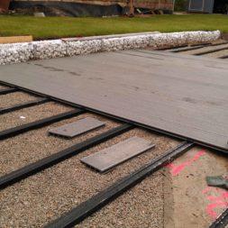 einbau der bpc wpc dielen poolterrasse 11 - Projekt Poolterrasse –  Bau der Unterkonstruktion und Verlegen der BPC Dielen