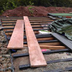 einbau der bpc wpc dielen poolterrasse 15 - Projekt Poolterrasse –  Bau der Unterkonstruktion und Verlegen der BPC Dielen