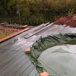 einbau der bpc wpc dielen poolterrasse 25 - Projekt Poolterrasse –  Bau der Unterkonstruktion und Verlegen der BPC Dielen