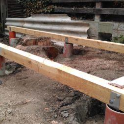 3 brennholzlageregal mit poolsolarheizung 24 - Das vierte Brennholzlagerregal mit Solarkollektoren für den Pool wird gebaut