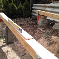 3 brennholzlageregal mit poolsolarheizung 26 - Das vierte Brennholzlagerregal mit Solarkollektoren für den Pool wird gebaut