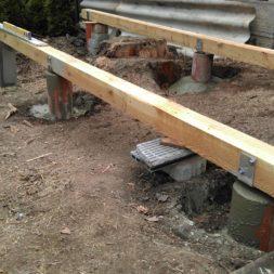 3 brennholzlageregal mit poolsolarheizung 27 - Das vierte Brennholzlagerregal mit Solarkollektoren für den Pool wird gebaut