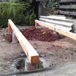3 brennholzlageregal mit poolsolarheizung 31 - Das vierte Brennholzlagerregal mit Solarkollektoren für den Pool wird gebaut
