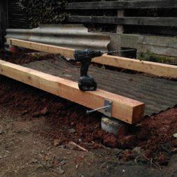 3 brennholzlageregal mit poolsolarheizung 32 - Das vierte Brennholzlagerregal mit Solarkollektoren für den Pool wird gebaut
