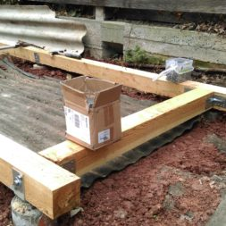 3 brennholzlageregal mit poolsolarheizung 36 - Das vierte Brennholzlagerregal mit Solarkollektoren für den Pool wird gebaut