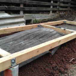 3 brennholzlageregal mit poolsolarheizung 37 - Das vierte Brennholzlagerregal mit Solarkollektoren für den Pool wird gebaut