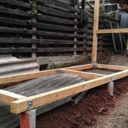 3 brennholzlageregal mit poolsolarheizung 38 - Das vierte Brennholzlagerregal mit Solarkollektoren für den Pool wird gebaut