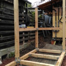 3 brennholzlageregal mit poolsolarheizung 40 - Das vierte Brennholzlagerregal mit Solarkollektoren für den Pool wird gebaut