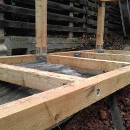 3 brennholzlageregal mit poolsolarheizung 41 - Das vierte Brennholzlagerregal mit Solarkollektoren für den Pool wird gebaut