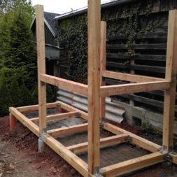 3 brennholzlageregal mit poolsolarheizung 44 - Das vierte Brennholzlagerregal mit Solarkollektoren für den Pool wird gebaut