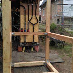 3 brennholzlageregal mit poolsolarheizung 45 - Das vierte Brennholzlagerregal mit Solarkollektoren für den Pool wird gebaut