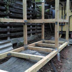 3 brennholzlageregal mit poolsolarheizung 47 - Das vierte Brennholzlagerregal mit Solarkollektoren für den Pool wird gebaut