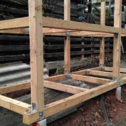 3 brennholzlageregal mit poolsolarheizung 48 - Das vierte Brennholzlagerregal mit Solarkollektoren für den Pool wird gebaut