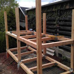 3 brennholzlageregal mit poolsolarheizung 49 - Das vierte Brennholzlagerregal mit Solarkollektoren für den Pool wird gebaut