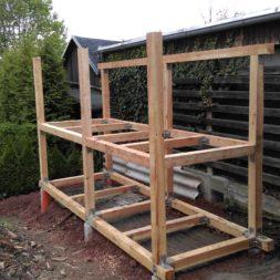 3 brennholzlageregal mit poolsolarheizung 50 - Das vierte Brennholzlagerregal mit Solarkollektoren für den Pool wird gebaut
