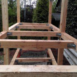 3 brennholzlageregal mit poolsolarheizung 51 - Das vierte Brennholzlagerregal mit Solarkollektoren für den Pool wird gebaut