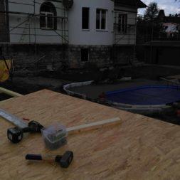 bau brennholzlagerregal mit epdm solarheizung pool 42 - Das vierte Brennholzlagerregal mit Solarkollektoren für den Pool wird gebaut