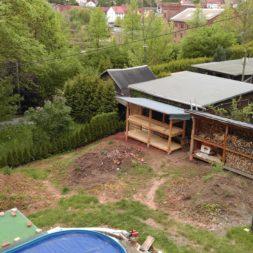 bau brennholzlagerregal mit epdm solarheizung pool 46 - Das vierte Brennholzlagerregal mit Solarkollektoren für den Pool wird gebaut