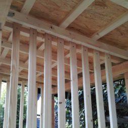 bau brennholzlagerregal mit epdm solarheizung pool 50 - Das vierte Brennholzlagerregal mit Solarkollektoren für den Pool wird gebaut