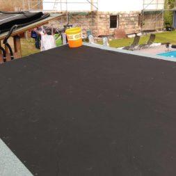 bau brennholzlagerregal mit epdm solarheizung pool 51 - Das vierte Brennholzlagerregal mit Solarkollektoren für den Pool wird gebaut