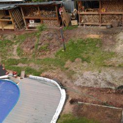 erde sieben und rasen am pool neu anlegen 10 - Pool Aussenanlagen vorbereiten - Platz schaffen für die Rasenanlage