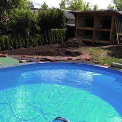 erde sieben und rasen am pool neu anlegen 18 - Pool Aussenanlagen vorbereiten - Platz schaffen für die Rasenanlage