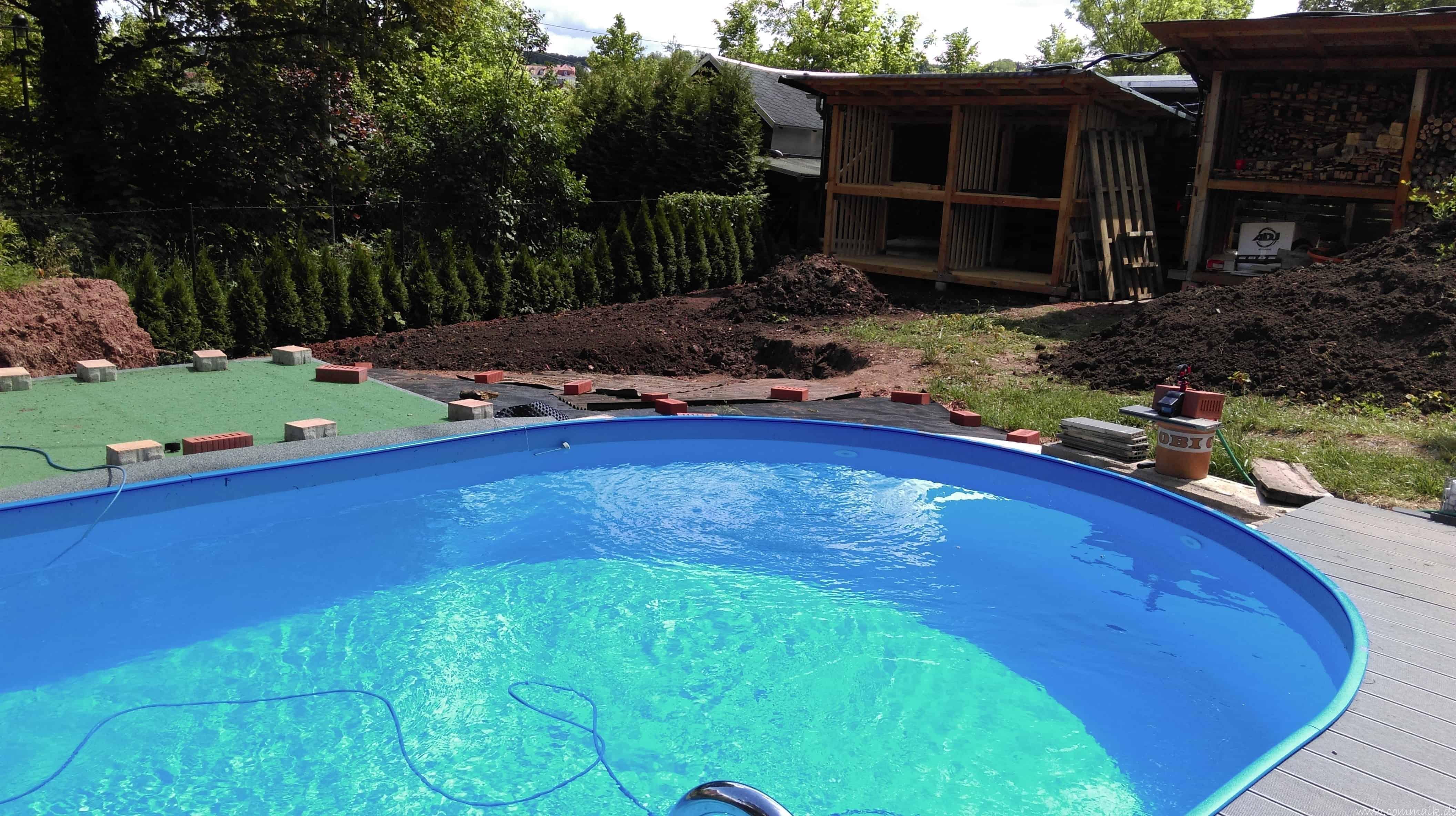 entsorgung des erdaushubs und anlegen des neuen rasen an der pool aussenanlage commaik. Black Bedroom Furniture Sets. Home Design Ideas