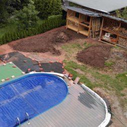 erde sieben und rasen am pool neu anlegen 22 - Pool Aussenanlagen vorbereiten - Platz schaffen für die Rasenanlage