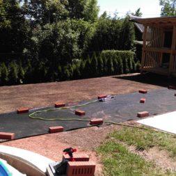 erde sieben und rasen am pool neu anlegen 42 - Pool Aussenanlagen vorbereiten - Platz schaffen für die Rasenanlage
