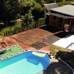 erde sieben und rasen am pool neu anlegen 44 1 - Pool Aussenanlagen vorbereiten - Platz schaffen für die Rasenanlage