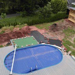erde sieben und rasen am pool neu anlegen 8 - Pool Aussenanlagen vorbereiten - Platz schaffen für die Rasenanlage