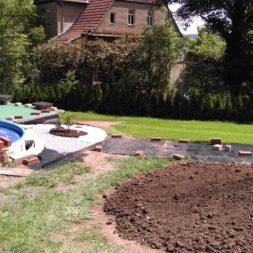 erde sieben und rasen am pool neu anlegen 89 - Pool Aussenanlagen vorbereiten - Platz schaffen für die Rasenanlage