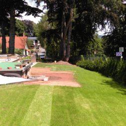 erde sieben und rasen am pool neu anlegen 90 - Pool Aussenanlagen vorbereiten - Platz schaffen für die Rasenanlage
