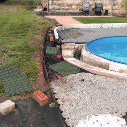 palme und neuer rasen am pool 15 - Carrara Kies und Palme am Pool