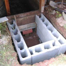 treppe in hang bauen am pool 10 - Zwei Betontreppen werden am Pool in den Hang gebaut