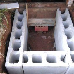 treppe in hang bauen am pool 11 - Zwei Betontreppen werden am Pool in den Hang gebaut