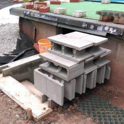 treppe in hang bauen am pool 5 - Zwei Betontreppen werden am Pool in den Hang gebaut