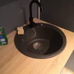 Spuehlbecken Waschbecken in Teekueche selber einbauen 4 - Granit | Stein Waschbecken mit Armatur einbauen in der Teeküche