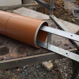 Carport bauen Fundamente mit KG setzen16 - Carport selber bauen - Pfostenanker setzen