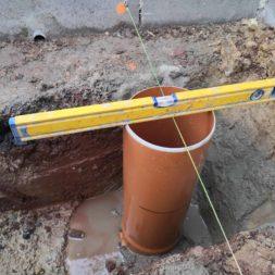 Carport bauen Fundamente mit KG setzen17 - Carport selber bauen - Pfostenanker setzen