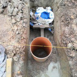 Carport bauen Fundamente mit KG setzen30 - Carport selber bauen - Pfostenanker setzen