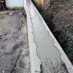 Carport bauen Stuetzmauer am hang bauen29 - Carport selber bauen - Hang mit Schalsteinen sichern