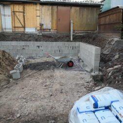 Carport bauen Stuetzmauer am hang bauen33 - Carport selber bauen - Hang mit Schalsteinen sichern
