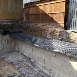 Carport bauen Stuetzmauer am hang bauen35 - Carport selber bauen - Hang mit Schalsteinen sichern