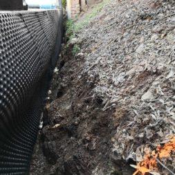 Carport bauen Stuetzmauer am hang bauen40 - Carport selber bauen - Hang mit Schalsteinen sichern