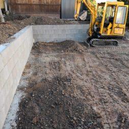Carport bauen Stuetzmauer am hang bauen49 - Carport selber bauen - Hang mit Schalsteinen sichern