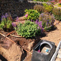 Hangsicherung und Hochbeet bauen mit Gabionen 02 - Hochbeet am Hang mit Gabionen und automatischer Bewässerung bauen