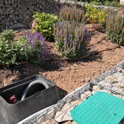 Hangsicherung und Hochbeet bauen mit Gabionen 03 1 - Hochbeet am Hang mit Gabionen und Wabenvlies sichern