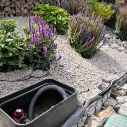Hangsicherung und Hochbeet bauen mit Gabionen 05 - Hochbeet am Hang mit Gabionen und Wabenvlies sichern